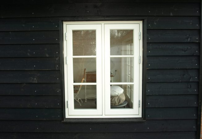Hvidt trævindue Svanholm